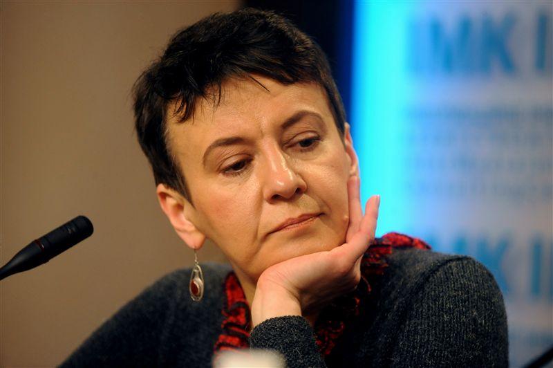 """Письменниця закликала відмовитися від сталінського мема """"хто залишився на окупованій території, той ворог"""""""