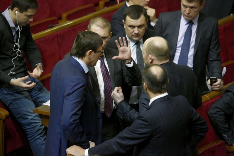 Парламент передал в Конституционный суд законопроект об отмене депутатской неприкосновенности
