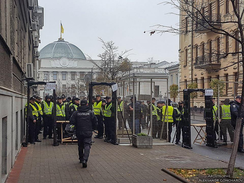 Оппозиционные силы проводят массовую протестную акцию в Киеве