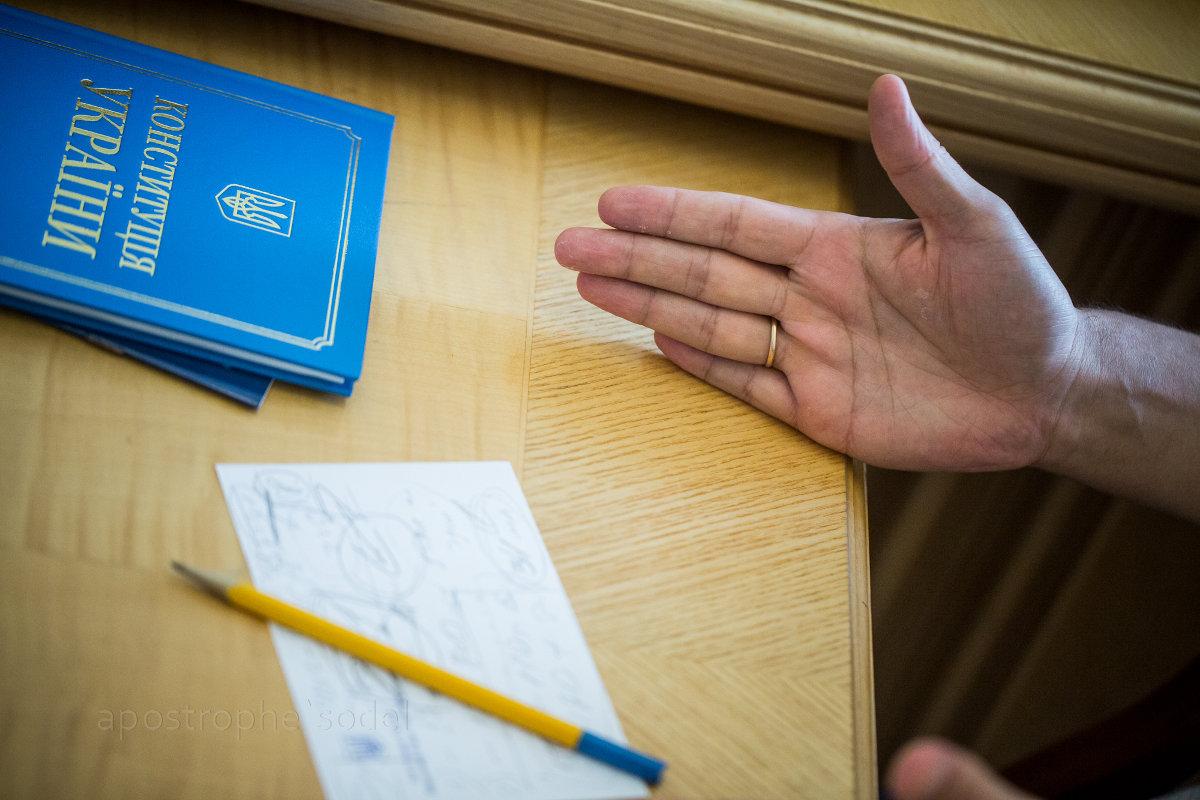 В парламенте продолжаются спекуляции по поводу вариантов поправок в Основной закон
