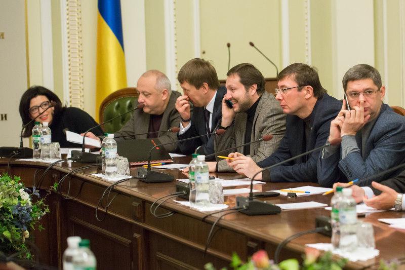 Переговоры о формировании повестки дня первого заседания парламента нового созыва затянулись до позднего вечера