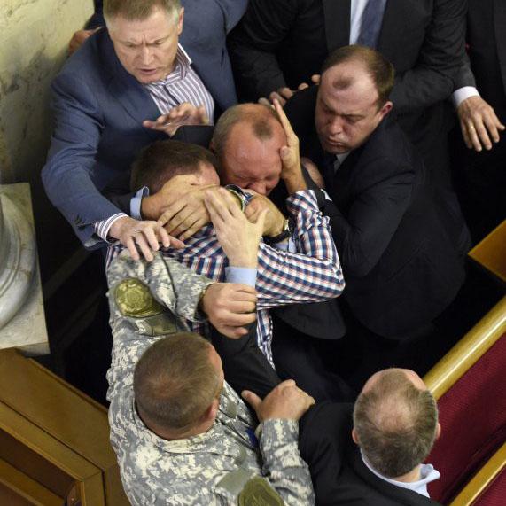 Блогеры отмечают, что одиозный депутат изрядно надоел своей драчливостью