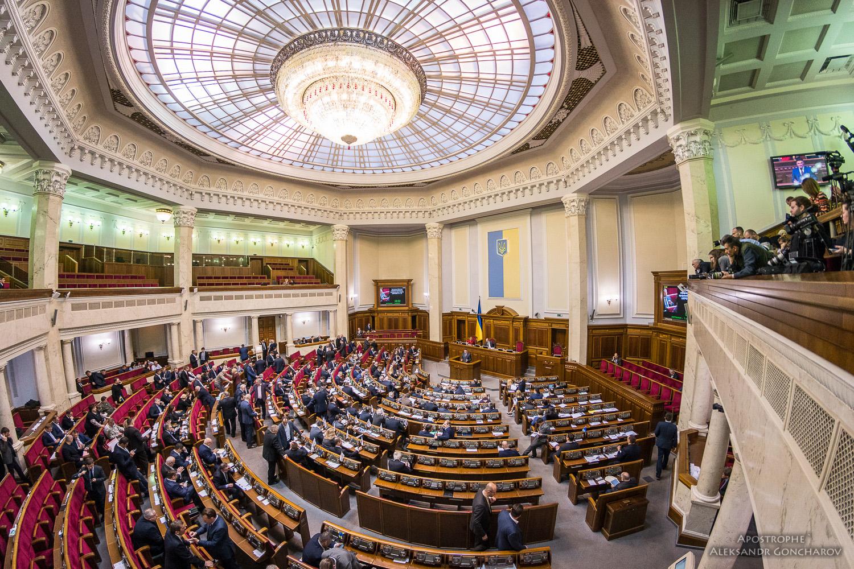 С приближением выборов депутаты ищут новые партии