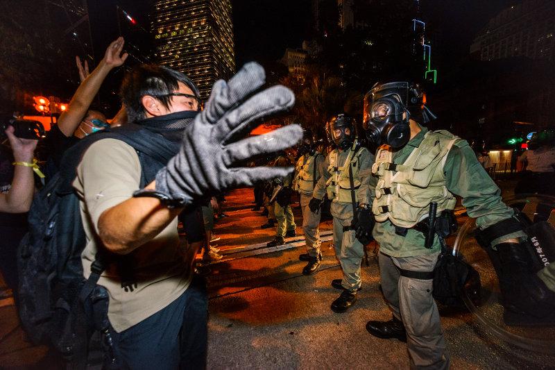 В Гонконге выступили против вмешательства в процесс выборов главы администрации региона