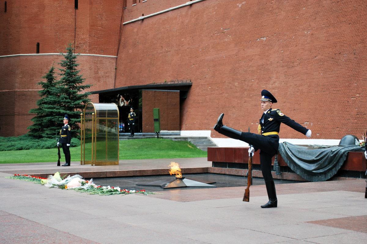 О войне на Донбассе и ордере на арест Путина