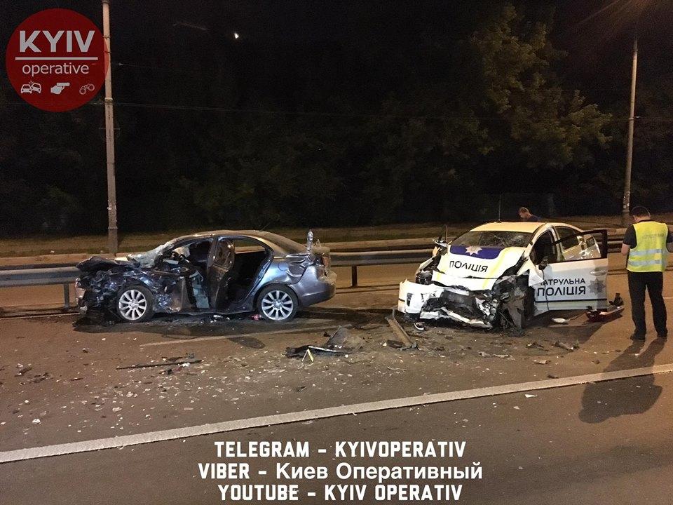 УКиєві поліцейський автомобіль під час погоні потрапив уДТП, є потерпілі