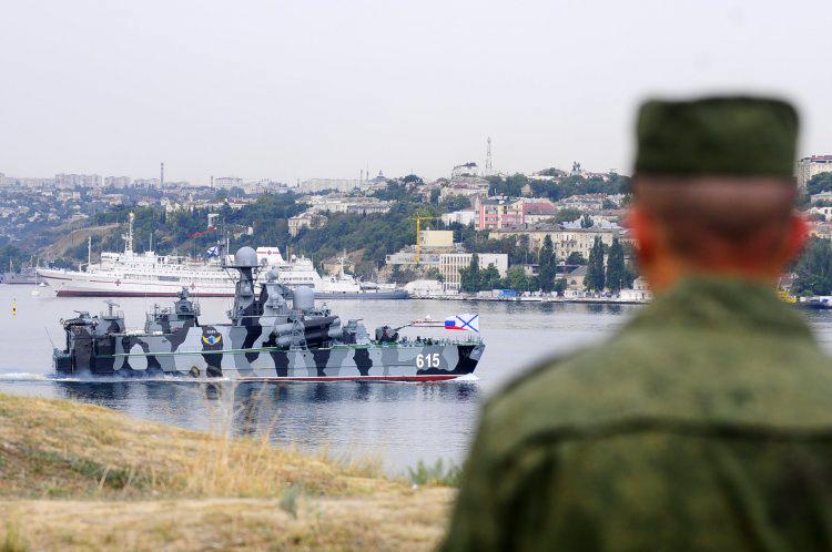 Наша страна должна приучить весь мир к нежелательности любых контактов с Крымом
