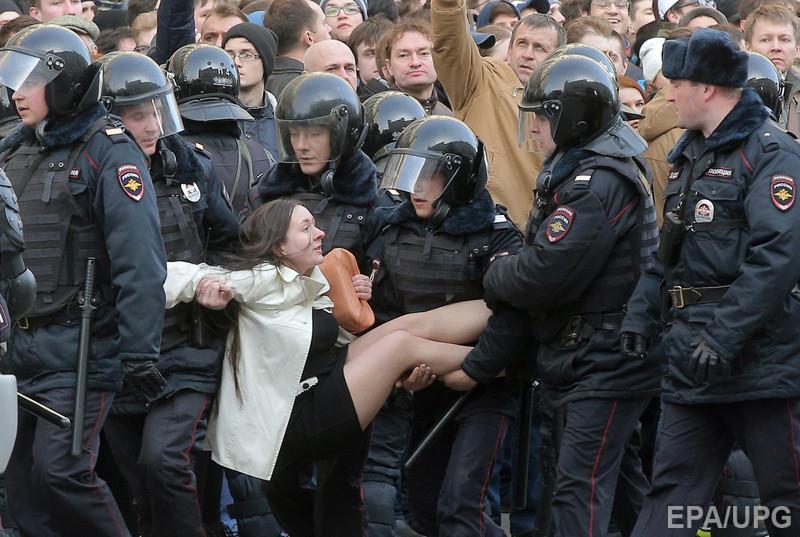 Протесты в России резко снижают легитимность власти