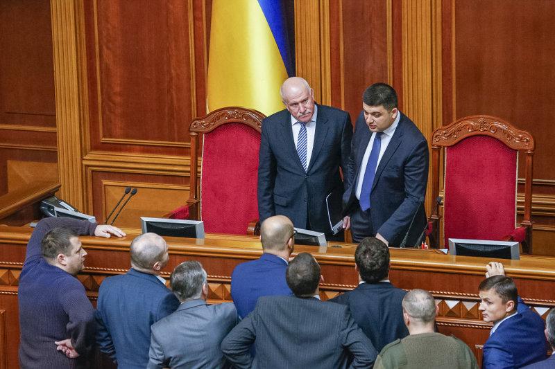 Народные депутаты завершили формирование президиума и комитетов Верховной рады