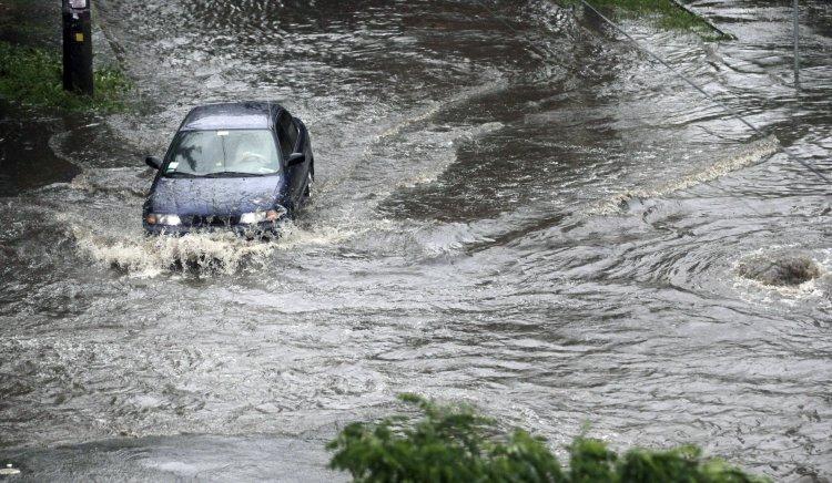 Відповідальних за потопи на вулицях можна знайти