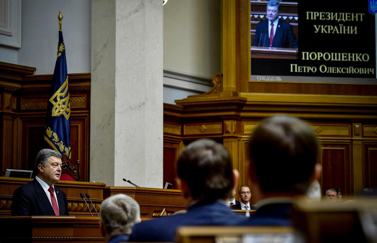 О чем будет говорить Порошенко перед народными депутатами
