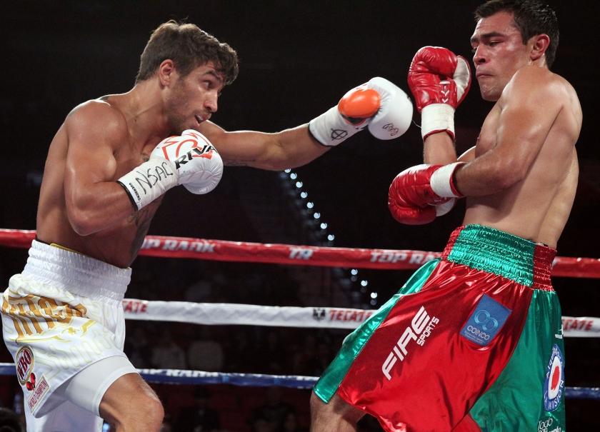 Ломаченко защитил титул чемпиона мира в полулегком весе, отправив соперника в нокаут