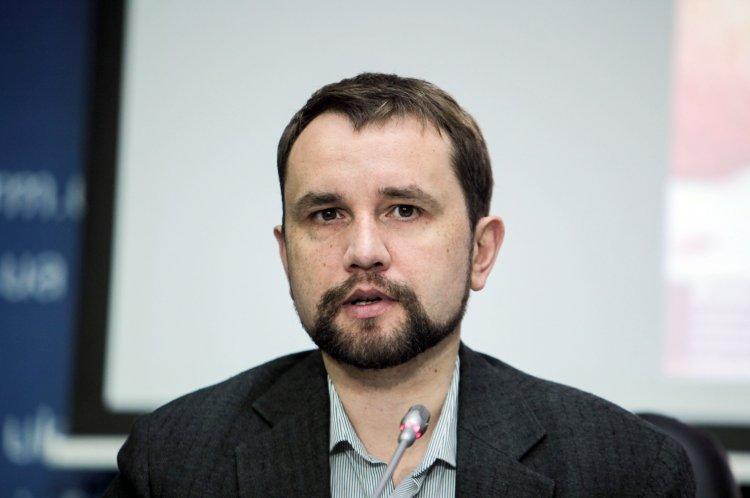 По словам Вятровича, количество ностальгирующих по СССР постепенно уменьшается