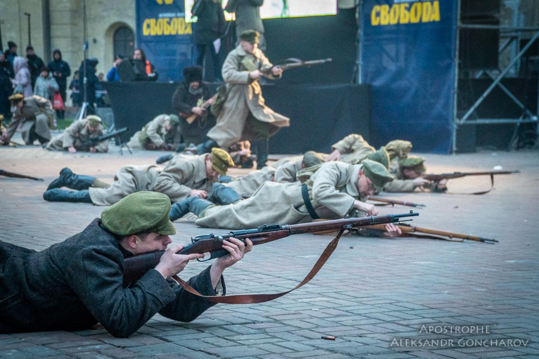 Бойцы вольного казачества штурмуют завод Арсенал УНР
