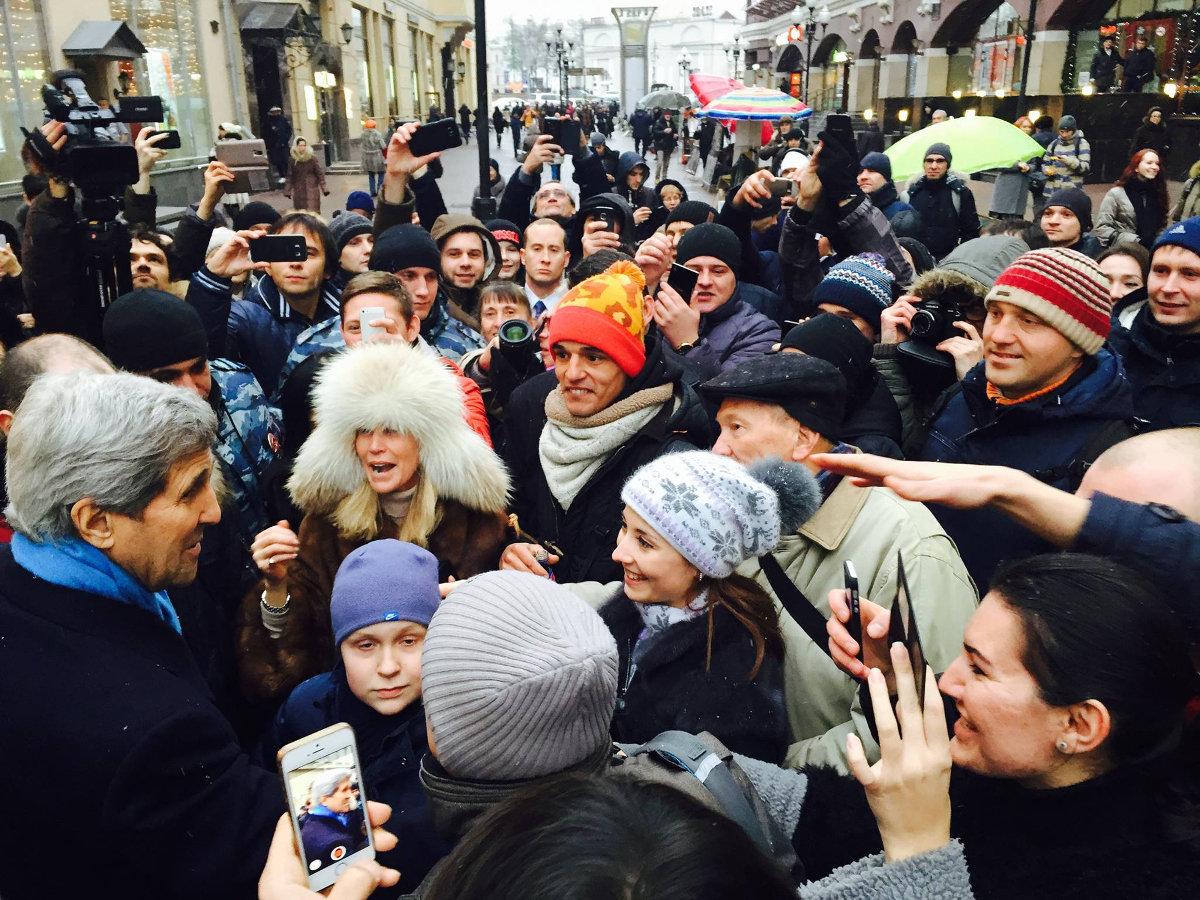 Бомбить мы тебя, Вова, не будем: соцсети посмеялись над Путиным после визита Керри
