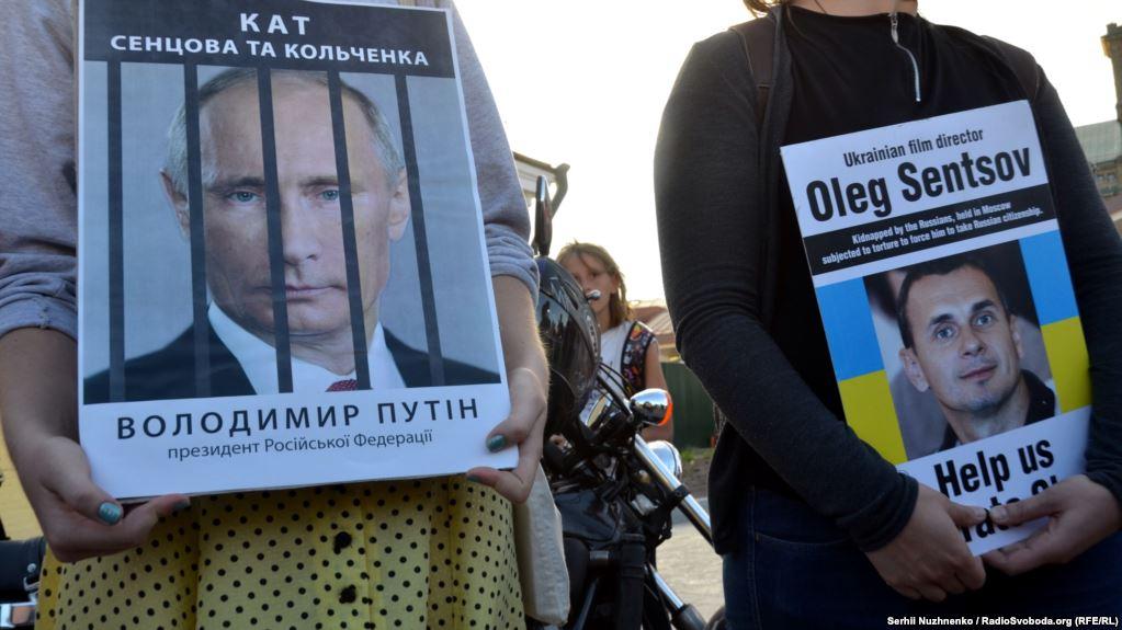 Уже больше месяца продолжается голодовка Олега Сенцова