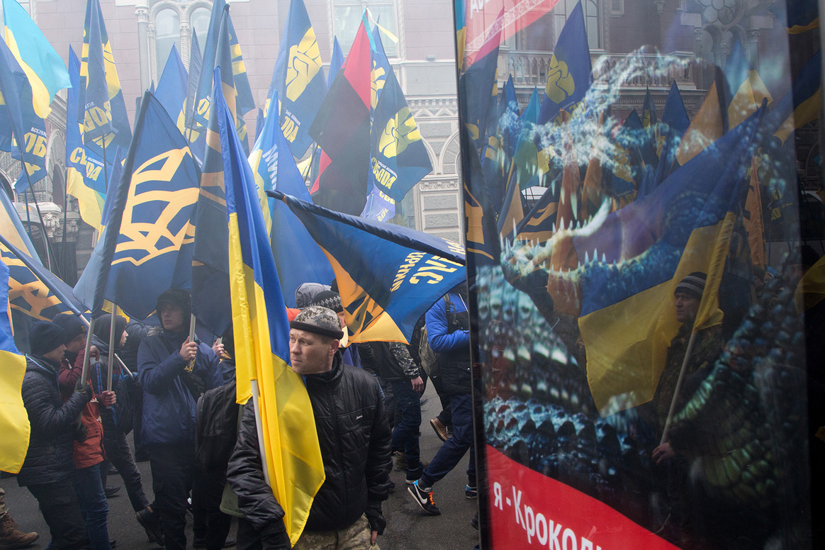 Социологи прогнозируют, что объединенный блок правых сил сможет пройти в парламент