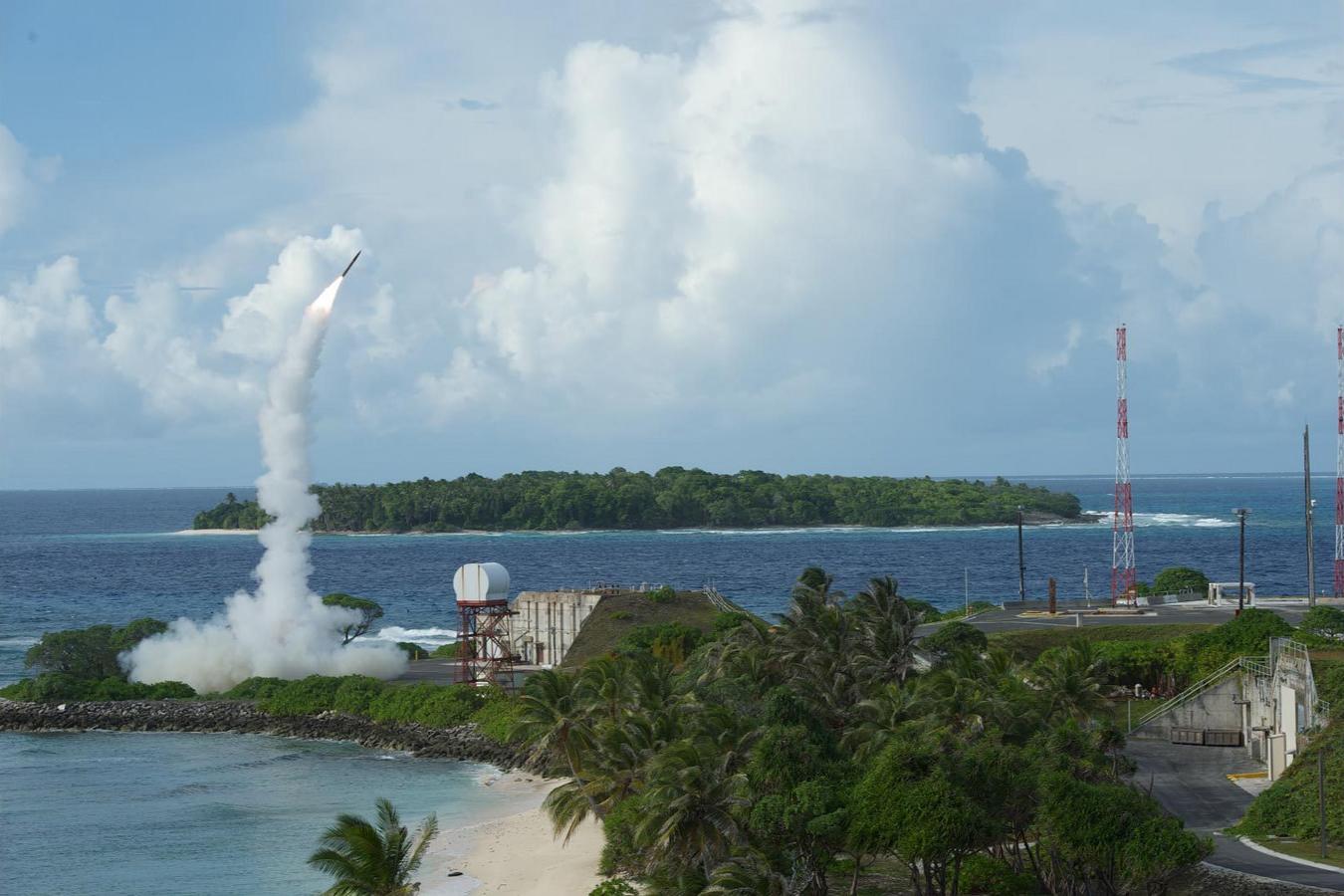 Американские пуски баллистических ракет сильно щекочут нервы всем противникам – России, Китаю и другим