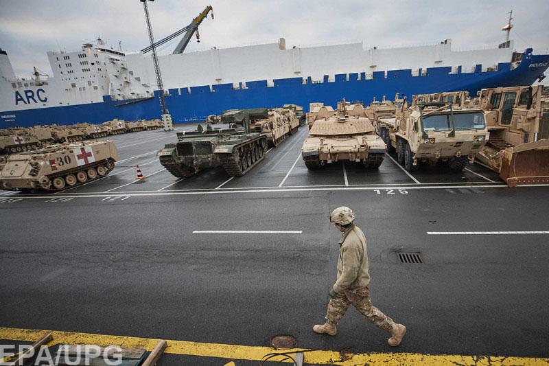 НАТО и РФ усиливают военное присутствие у границ и называют это превентивной защитой