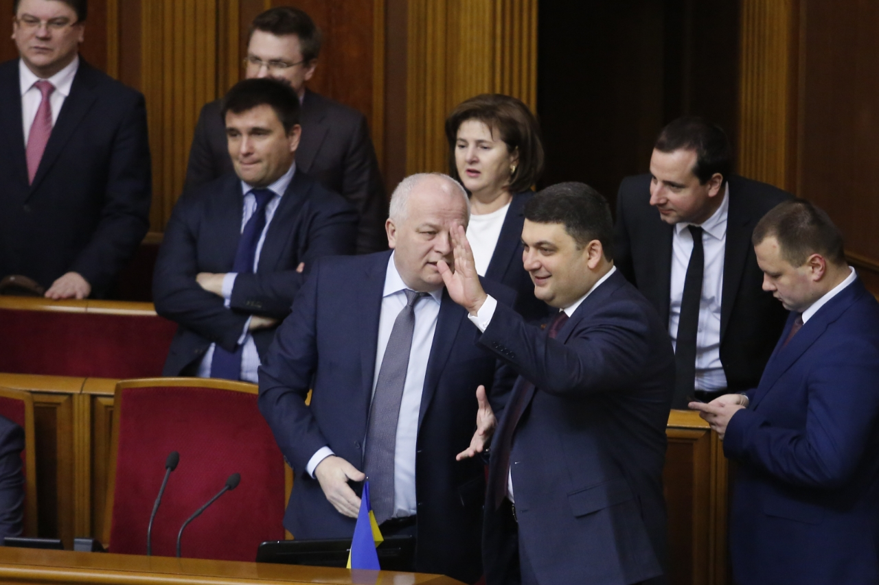 Депутаты и министры спели гимн Украины