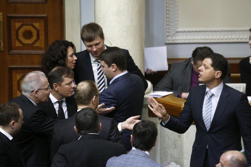 Решения парламента об обращении в Гаагский трибунал и лишении Виктора Януковича звания президента не принесут результатов