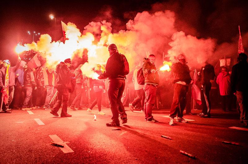 Марш ко Дню независимости Польши закончился столкновениями с полицией