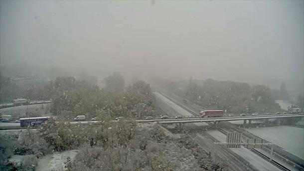 Снегопад наюго-востоке Франции оставил без света 140 тыс.  домов