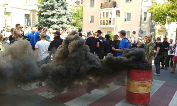 УТернопольского горсовета столкновения активистов «Свободы» сполицией