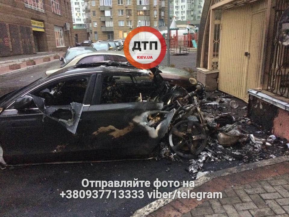 УКиєві згоріла автівка екс-міністра інфраструктури