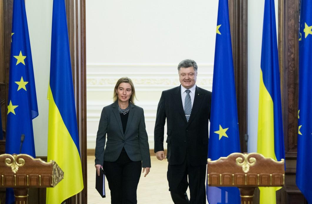 Президент пообещал убедить депутатов проголосовать за необходимый пакет документов