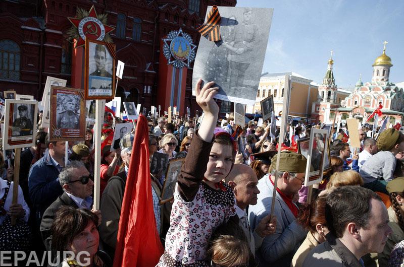 Блогеры раскритиковали российскую девочку Аню, рисовавшую на прахе прадеда-фронтовика