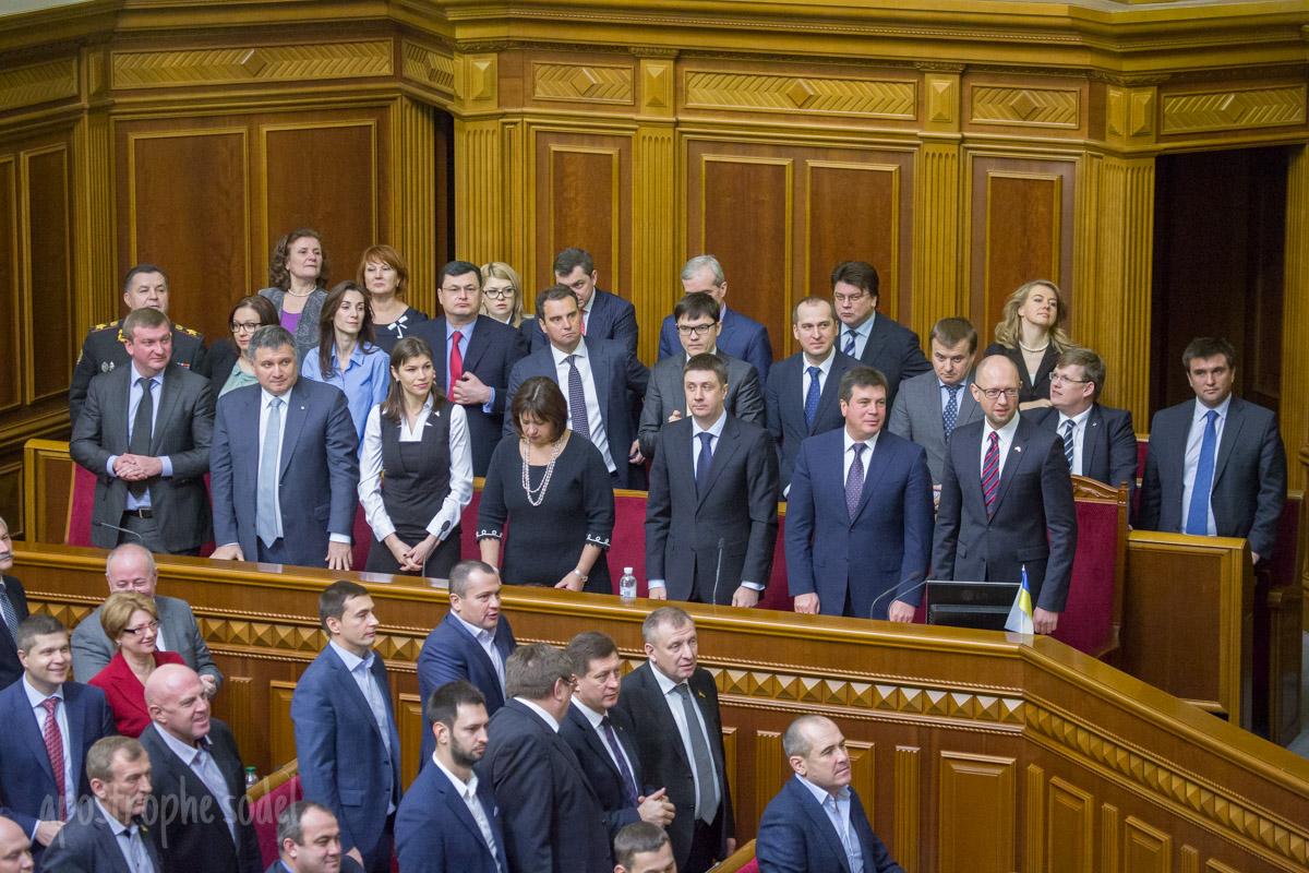 Отправят ли Кабмин Яценюка в отставку в ближайшее время?