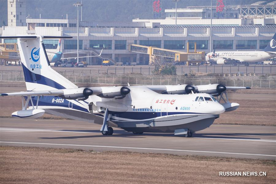 Перший політ: Китай успішно протестував найбільший усвіті гідролітак AG600