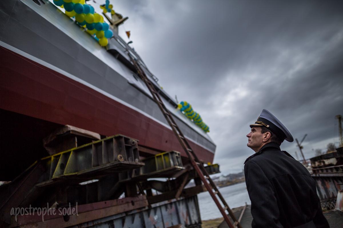 """Спущен на воду бронированный артиллерийский катер """"Гюрза-М"""""""