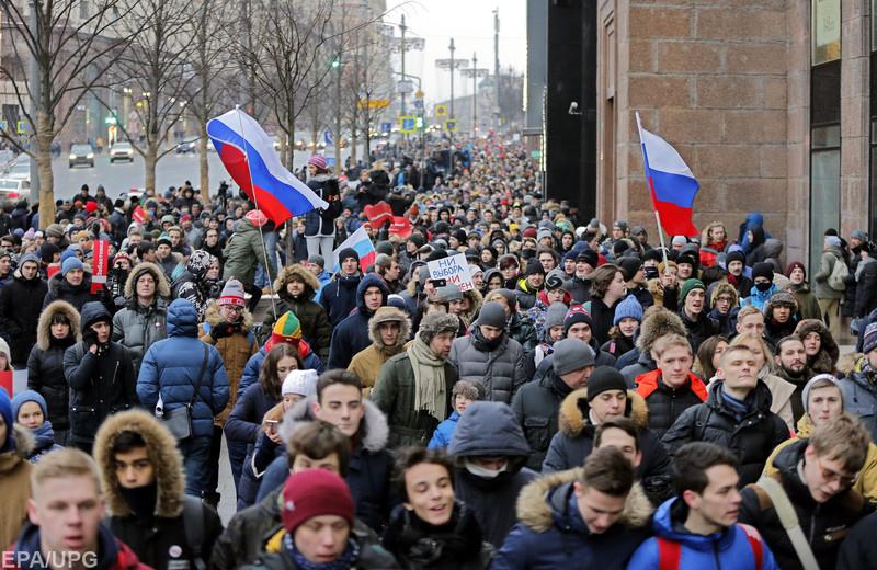 """О реакции на """"кремлевский доклад"""" и протестах в России"""
