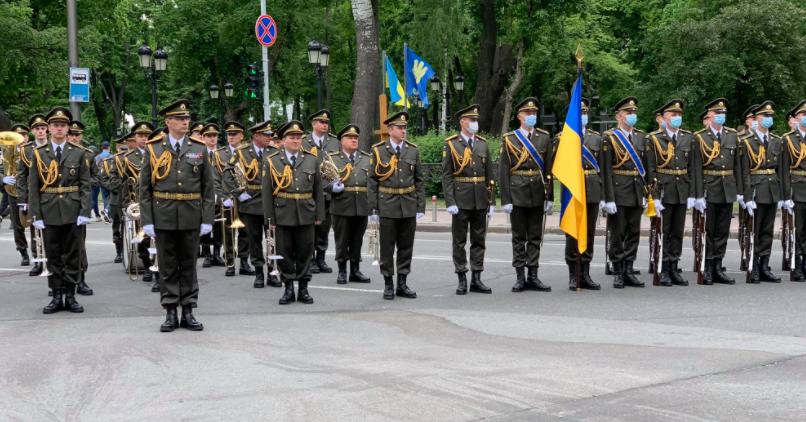 Роздуми під час прощання з генералом Віктором Гвоздем