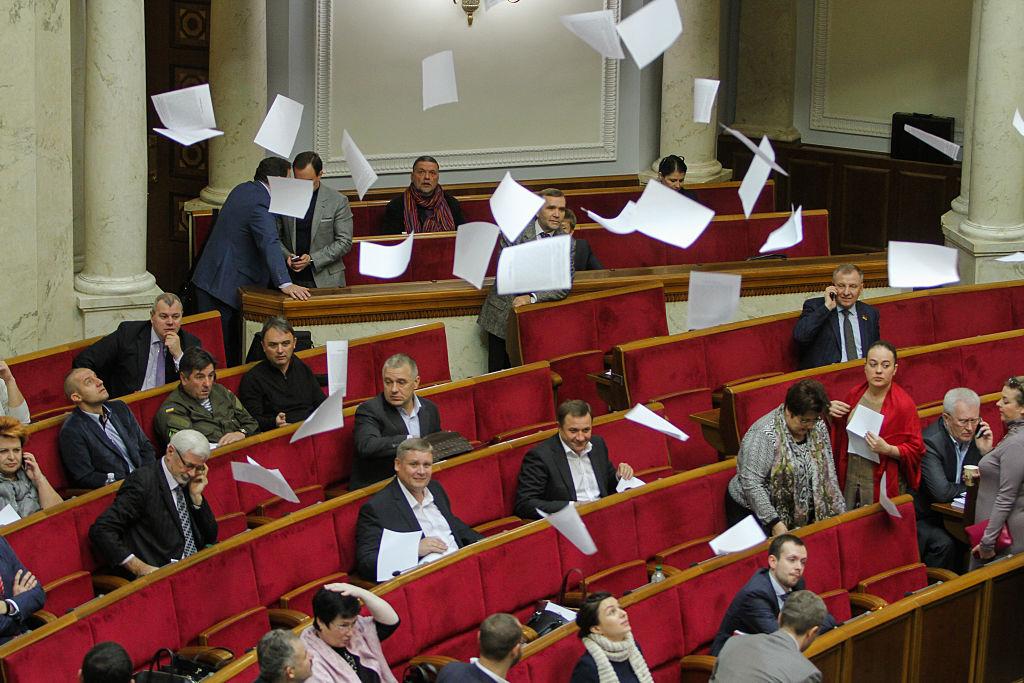 Нардепы вытаскивают из карманов украинцев порядка 30 миллионов
