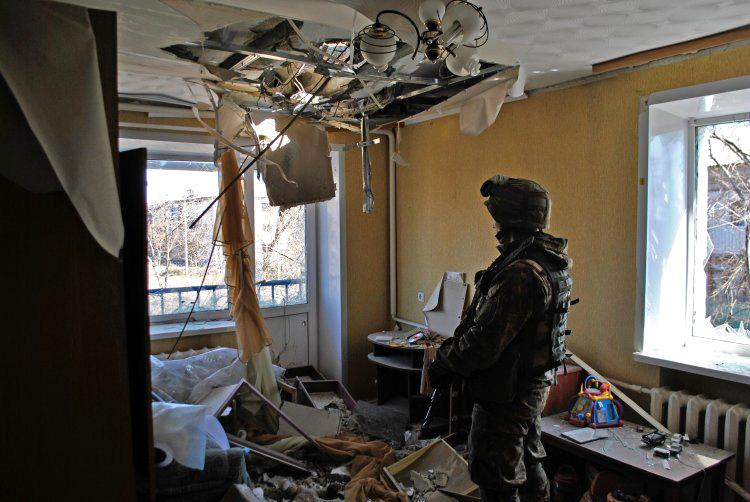 Как офицеры ВСУ помогают местным жителям спасти нажитое добро от мародеров
