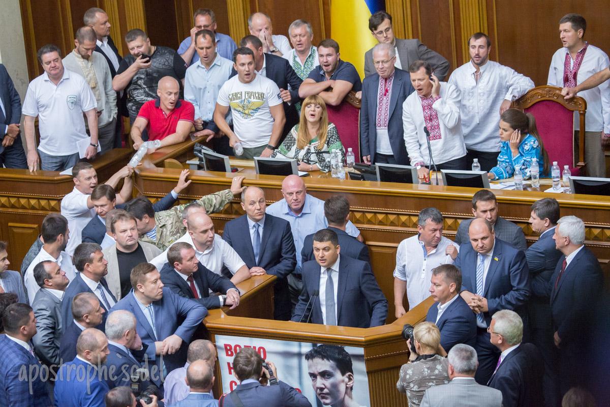 Принятие законопроекта о децентрализации сопровождалось беспорядками