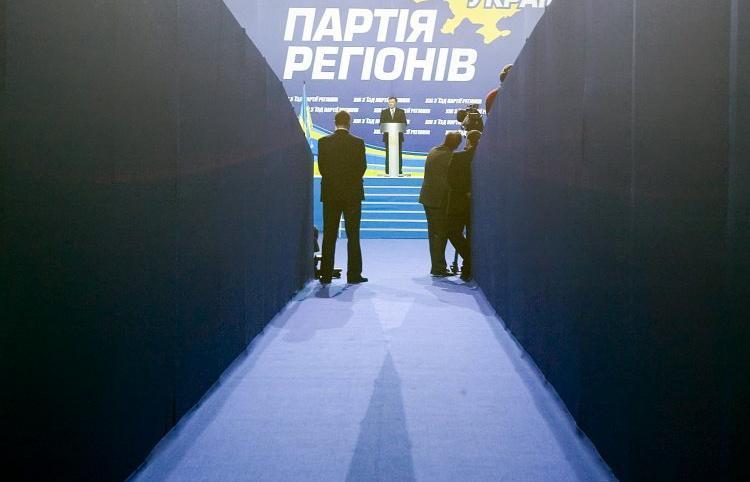 """Депутаты напряглись и ждут появления своих фамилий в новых эпизодах с """"черной кассой"""" """"регионалов"""""""