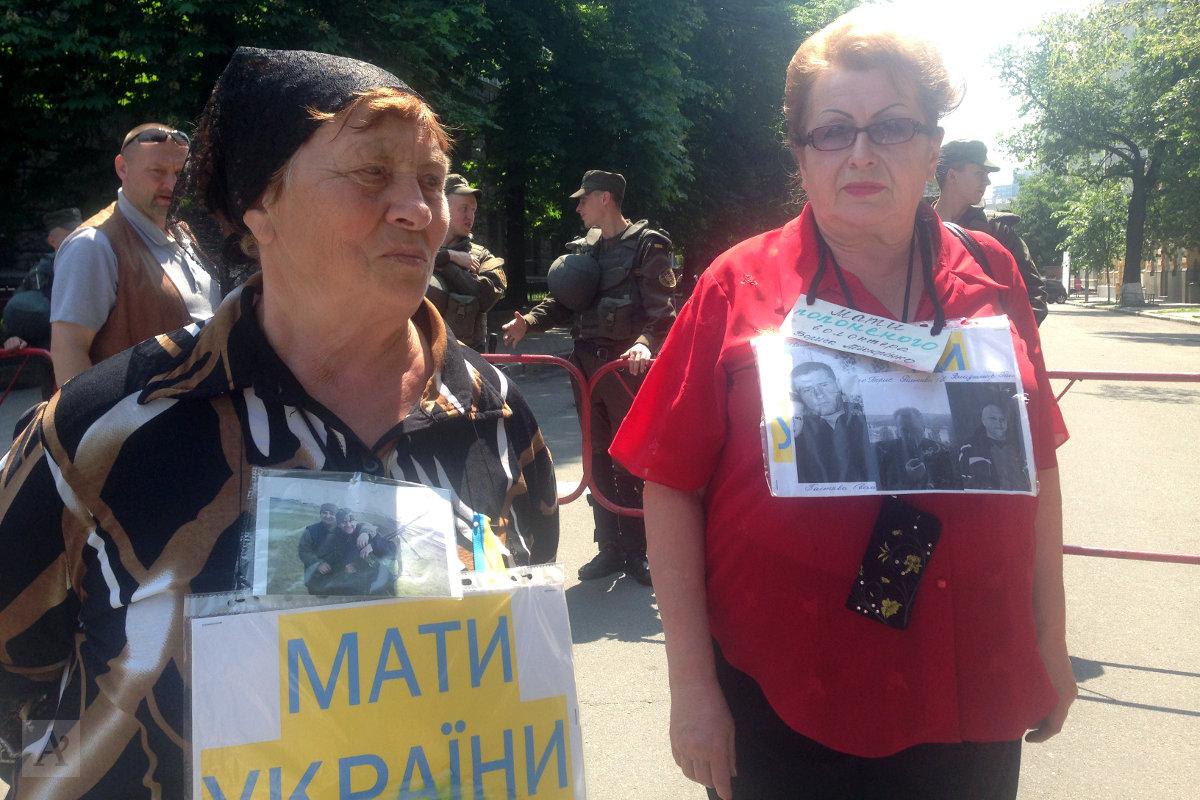 Женщины просят президента помочь отыскать пропавших на войне cыновей