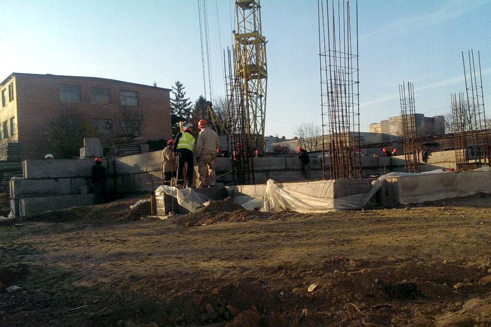 Як почалось будівництво багатоповерхового житлового комплексу