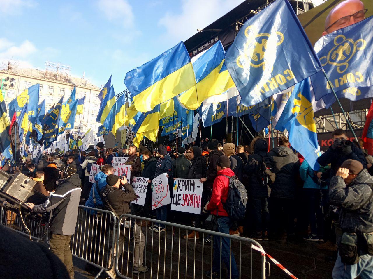 На Майдані зібралися тисячі людей