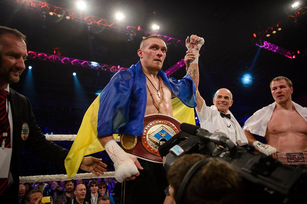 Украинец нокаутировал россиянина и отстоял интерконтинентальный титул WBO