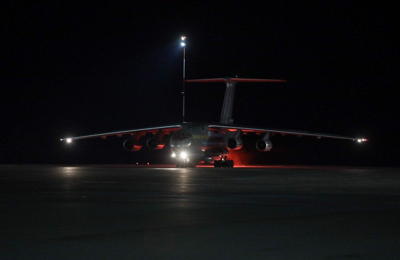 В Україну прибув літак з тестами на коронавірус з Китаю