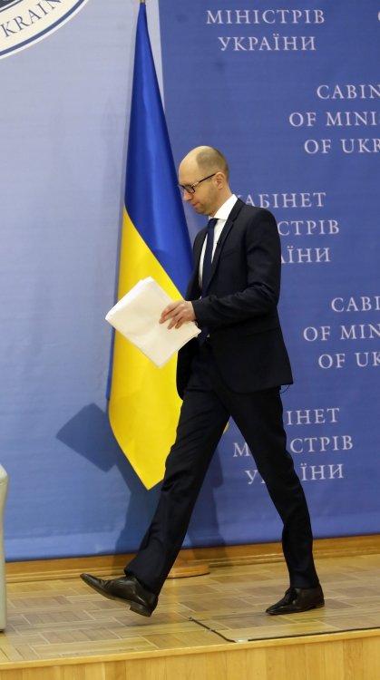 Арсений Яценюк рассказал, как будет организовывать энергопоставки в Украину