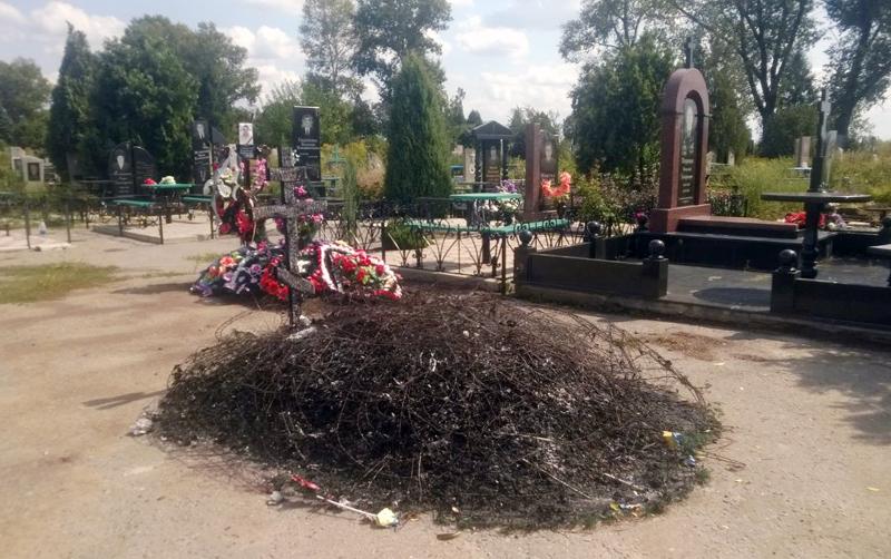 ВДонецкой области сожгли могилу воина АТО