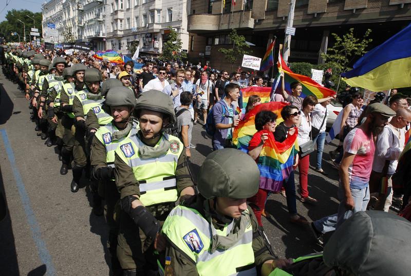 Речь не идет о легализации однополых браков, но власть все равно боится