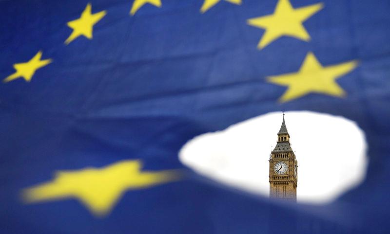 Выборы, которые состоятся в Великобритании, предоставят Терезе Мэй, консерваторам, еще больше мест в парламенте