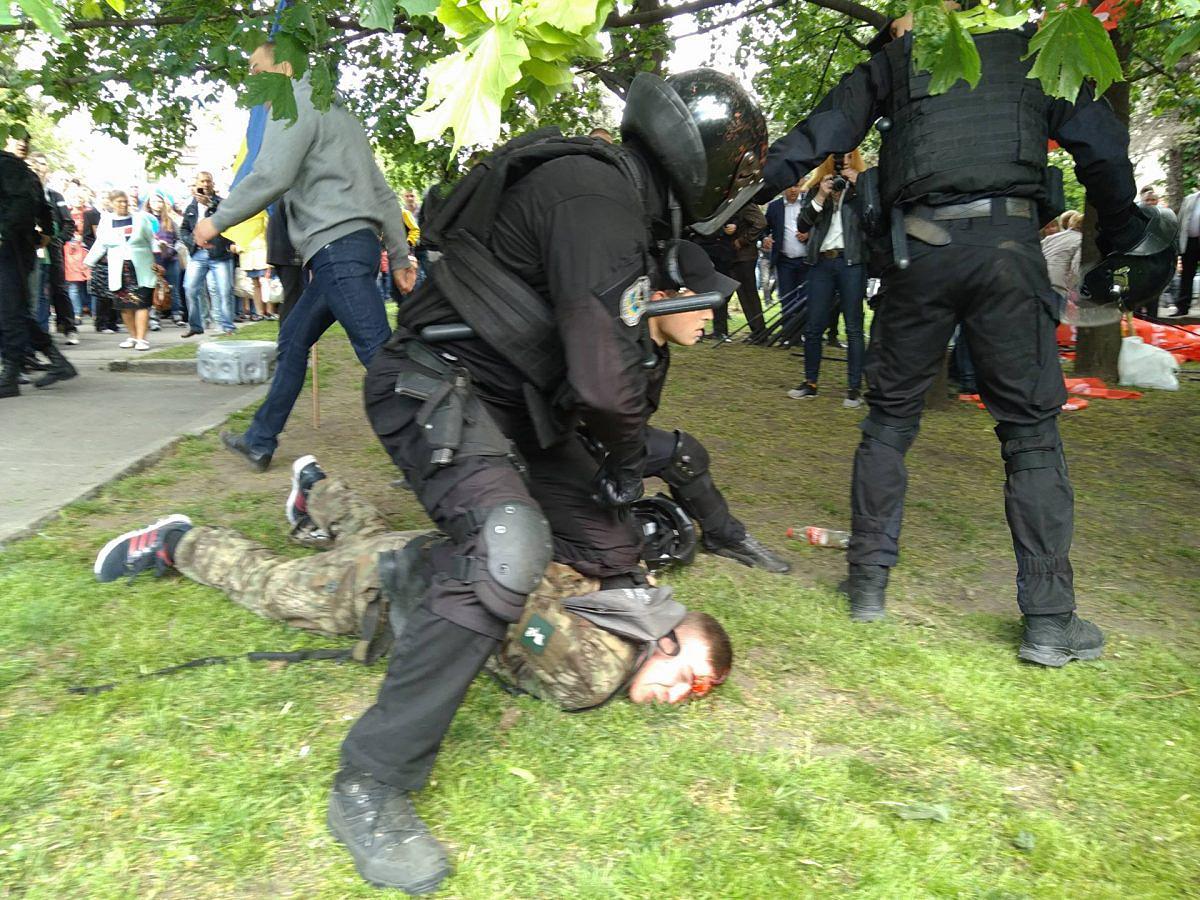 Лояльное отношение полицейских к титушкам признают и в МВД